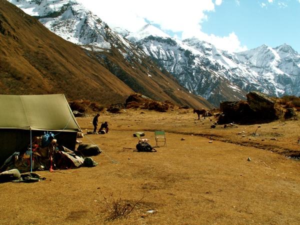 Snow-man-trekking-bhutan-2